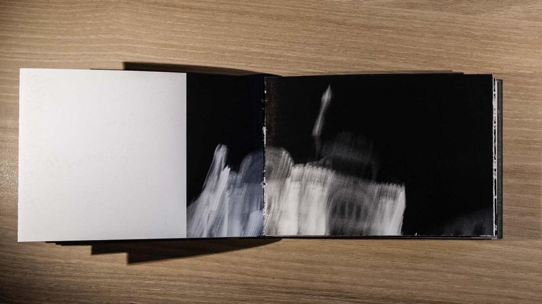 Livre d'artiste de Gilles Picarel, Le refuge, présenté aux 13ème Boutographies à Montpellier, travail réalisé au sein de l'association Le Refuge National