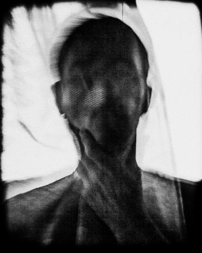 gilles-picarel-autoportrait-noir-et-blanc-masque