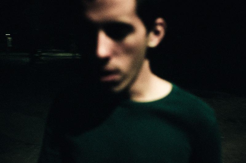 Portrait flou réalisé la nuit par gilles picarel pour la série Refuge à Montpellier